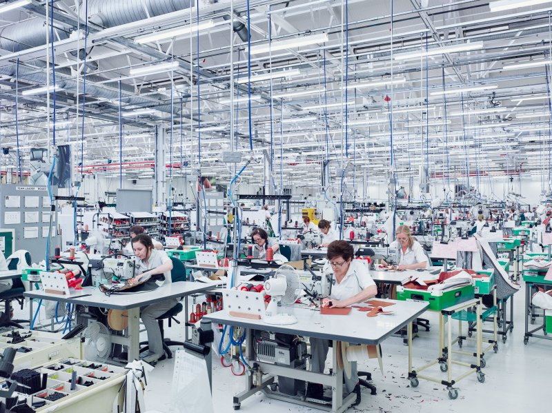 Bentley Motors, stitching. Crewe, GB.